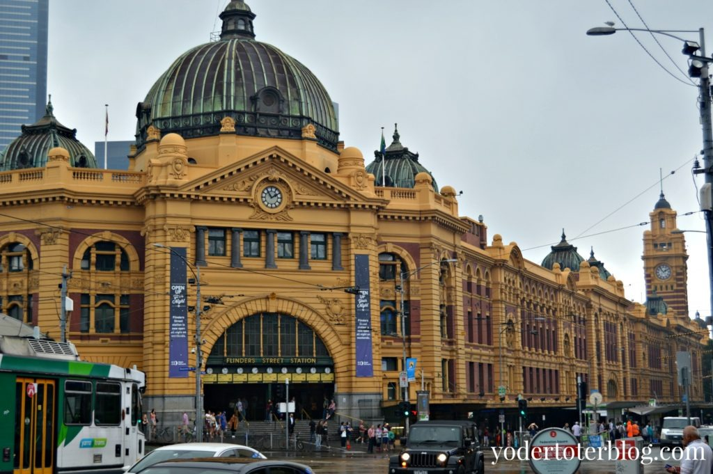 A walking tour of Melbourne with kids- Flinders Street Station. Free things to do in Melbourne.
