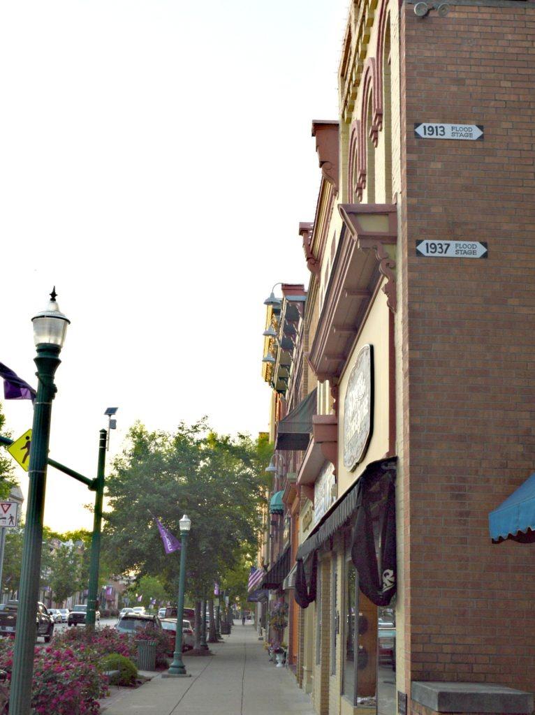 5 Reasons you must visit Marietta, Ohio- downtown shopping.