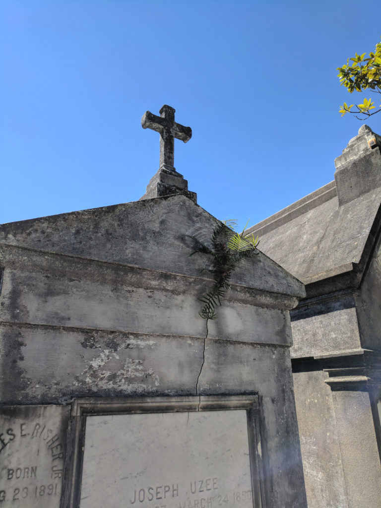 Lafayette Cemetery ,New Orleans - Touring Lafayette Cemetery and the Garden District of New Orleans, Louisiana