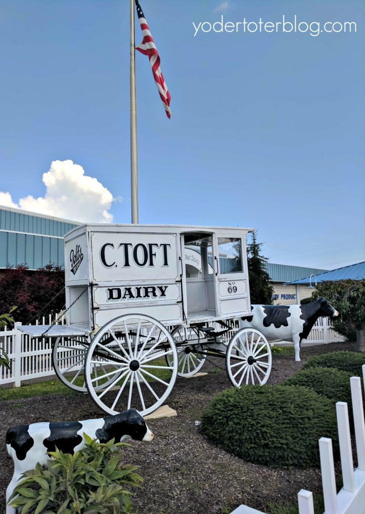 Places to eat in Sandusky, Ohio- You must stop at Toft's Dairy for their amazing ice cream. Learn more about things to do in Sandusky, Ohio here.