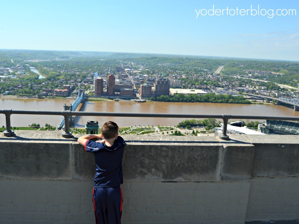 Weekend in Cincinnati, Ohio - Fun things to do in Cincinnati with kids- Visit the top of the Carew Tower for an amazing view over downtown Cincinnati, the Ohio River, and into Kentucky