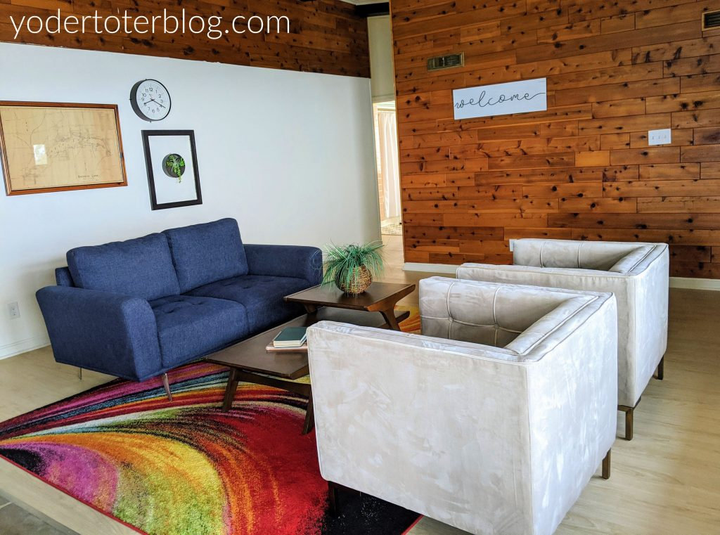Mid-century modern living room in the Sky Hi at Buckeye Lake - this rental home is the perfect Buckeye Lake lodging for your large family or group.