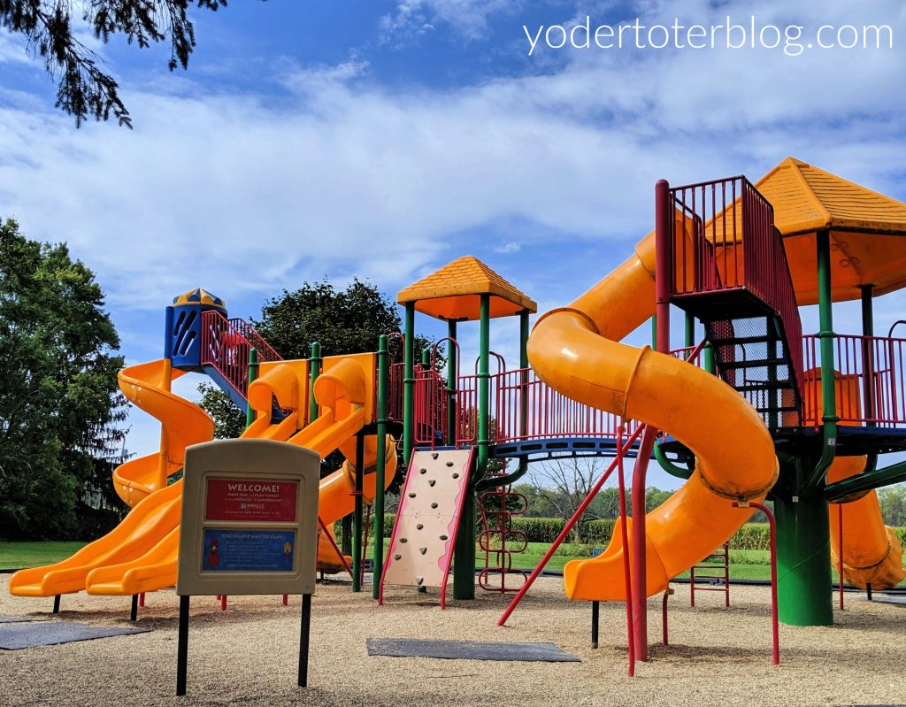 Bicentennial Park in Lexington, Ohio is one of our favorite Mansfield, Ohio parks and playgrounds.